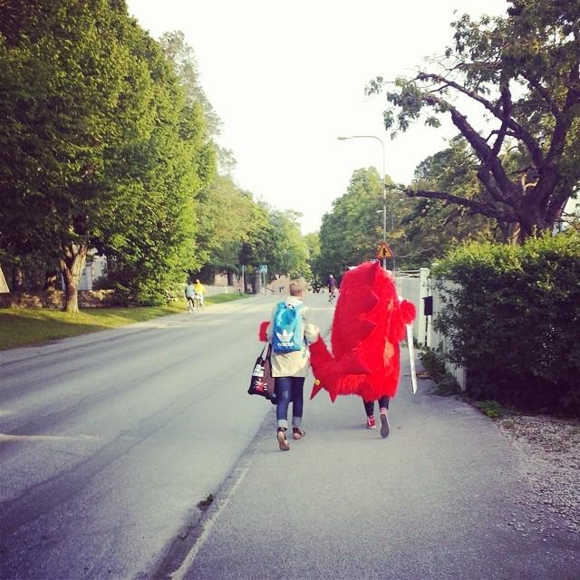 energitjuv-Sanna-trottoar